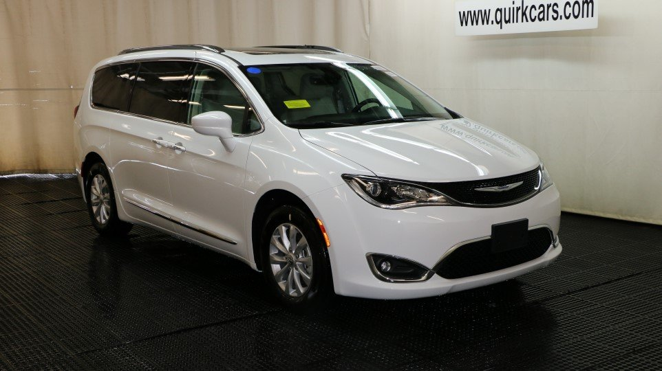 new 2018 chrysler pacifica touring l plus passenger van in braintree j15761 quirk chrysler jeep. Black Bedroom Furniture Sets. Home Design Ideas