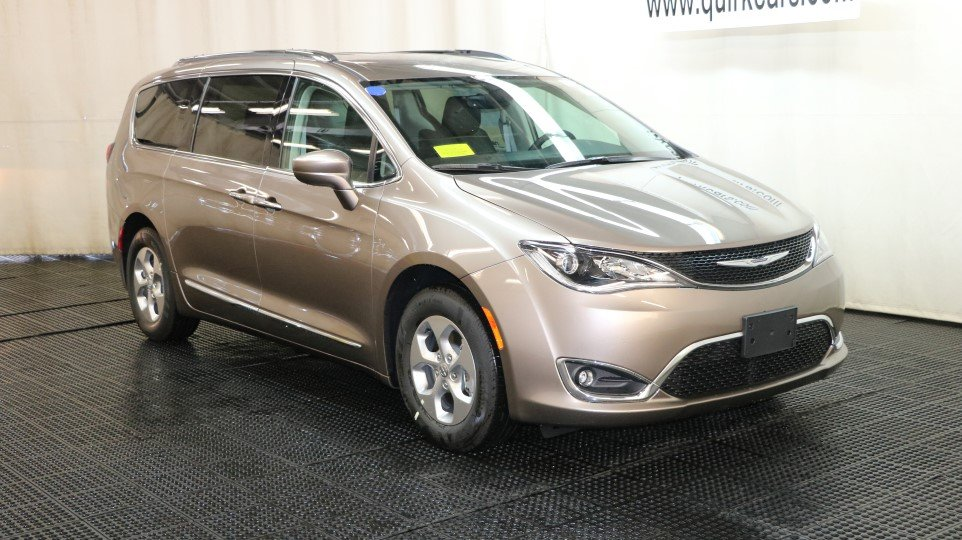 new 2017 chrysler pacifica touring l plus passenger van in braintree j15177 quirk chrysler jeep. Black Bedroom Furniture Sets. Home Design Ideas