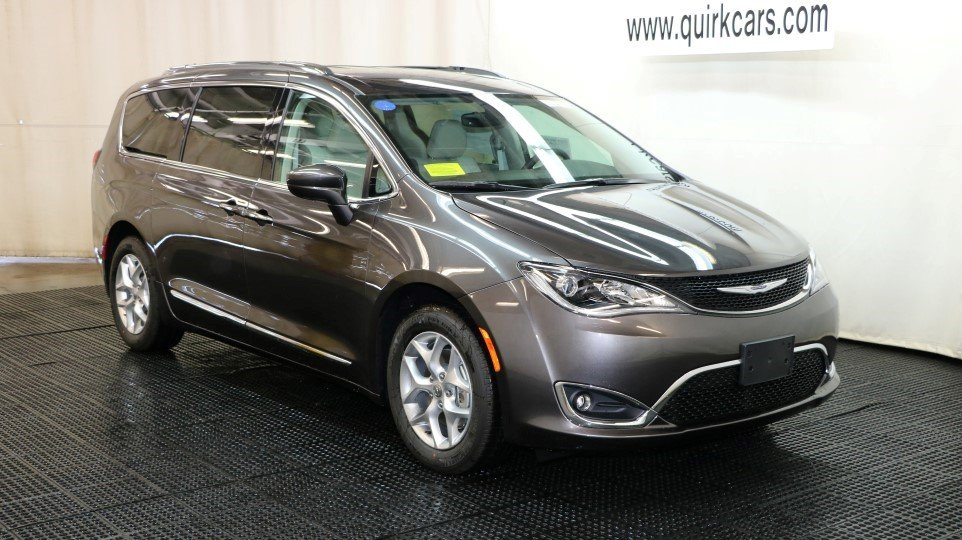 new 2017 chrysler pacifica touring l plus passenger van in braintree j15134 quirk chrysler jeep. Black Bedroom Furniture Sets. Home Design Ideas