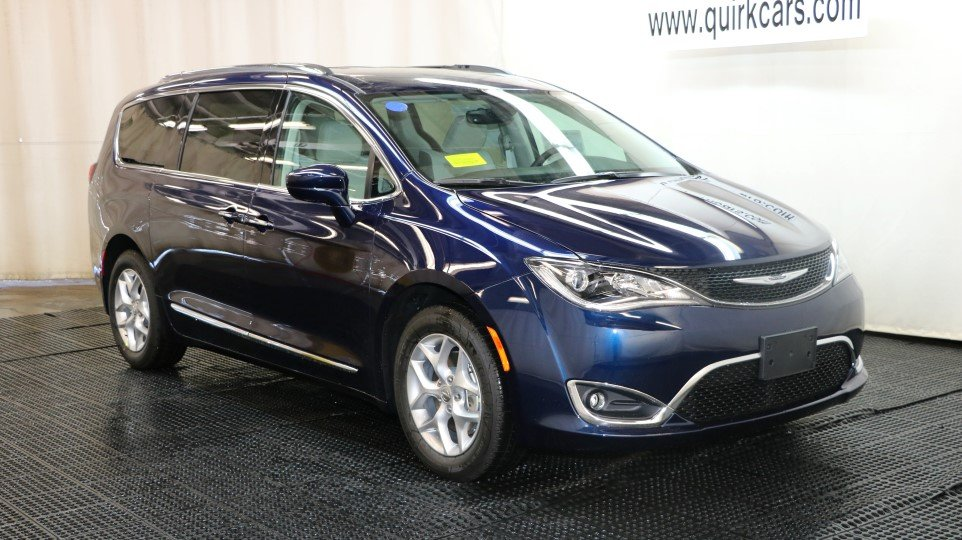new 2017 chrysler pacifica touring l plus passenger van in braintree j15081 quirk chrysler jeep. Black Bedroom Furniture Sets. Home Design Ideas